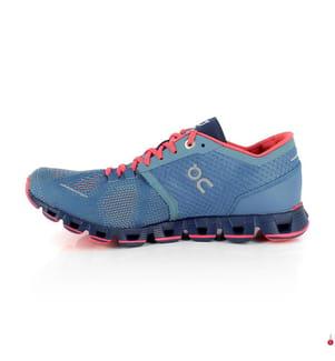 ON RUNNING - Laufschuhe Cloud X, Blau und Koralle